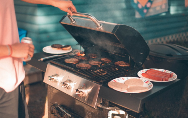 調理方法の「焼く」にあたる「英語表現」