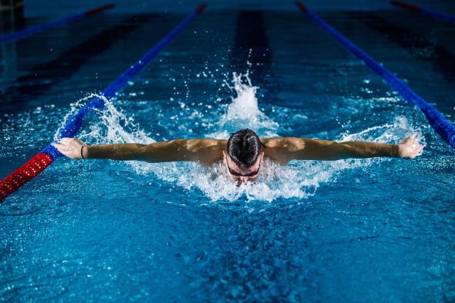 肩こりや首のこりの解消には水泳がおすすめ
